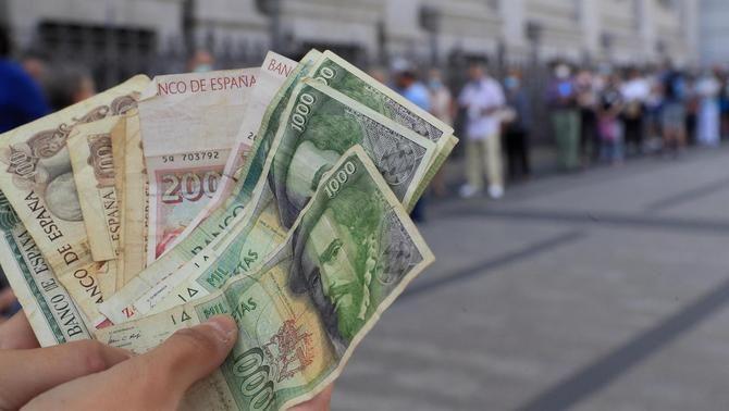 Cues al Banc d'Espanya a Madrid per bescanviar pessetes per euros