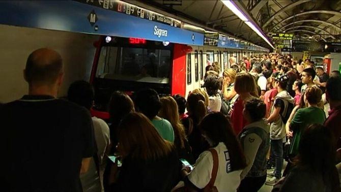 L'aturada del metro d'aquest matí torna a provocar aglomeracions
