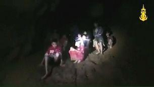 Les primeres imatges dels nens atrapats en una cova de Tailàndia