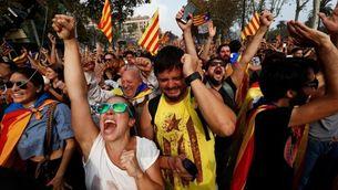 Celebració al carrer pel 27-O (Reuters)