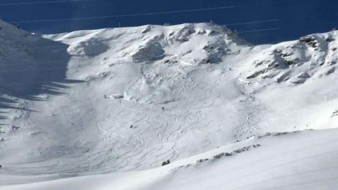 Una allau sorprèn esquiadors forapistes