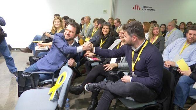 Aragonès i Rufián es feliciten per l'aval del Consell Nacional al pacte amb el PSOE per la investidura de Sánchez