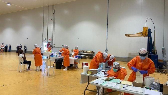 Personal sanitari treballant en el brot de Saidí, al Baix Cinca (govern d'Aragó)