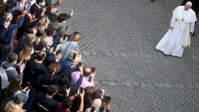El papa Francesc al patí de San Dámaso del Vaticà