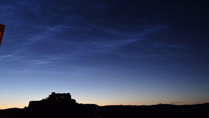 Imatges de núvols noctilucents, un núvols molt estranys de veure brillen de nit a Catalunya
