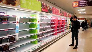 Desabastiment als supermercats britànics pel confinament de treballadors essencials