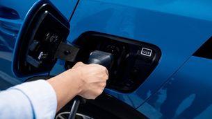 Quant pots rebre d'ajuda si et compres un cotxe elèctric o un híbrid endollable