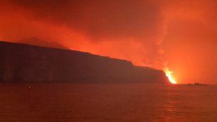 La lava del volcà de La Palma arriba al mar