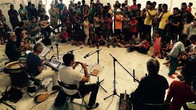 Concert solidari de Jordi Savall per als refugiats del camp grec de Vasilika
