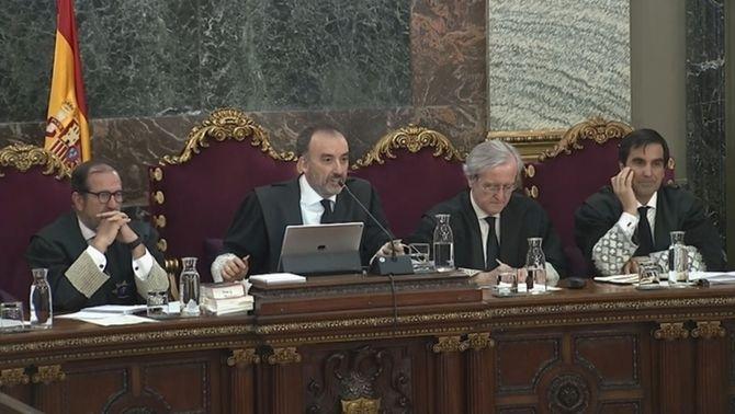 Els observadors internacionals del judici qüestionen el calendari final de la vista