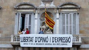 """Nova pancarta al balcó de la Generalitat: """"Llibertat d'opinió i d'expressió"""""""