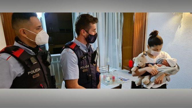 Dos mossos salven la vida d'un nadó que s'estava ofegant a la Ciutat de la Justícia