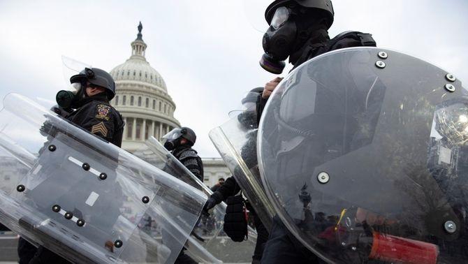 """L'FBI alerta de """"protestes armades"""" contra la presa de possessió de Biden"""