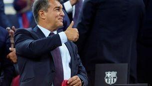 Laporta a la llotja del Camp Nou durant el Barça - Granada. (Foto: EFE)
