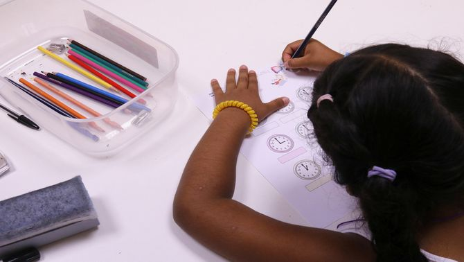 Infants nouvinguts de Mataró fan cursos d'immersió lingüística durant l'estiu per mantenir el ritme escolar
