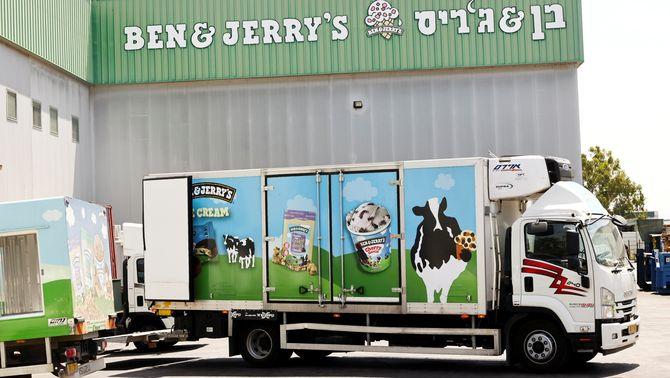 Un camió de repartiment de gelats de Ben & Jerry's a la seva fàbrica de Be'er Tuvia, Israel