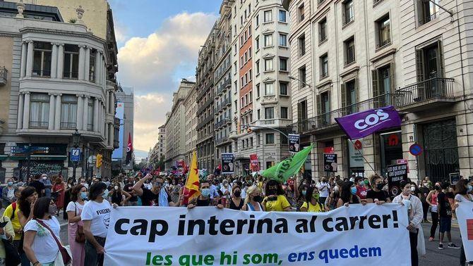 Un miler d'interins surten al carrer contra l'abús de la contractació temporal