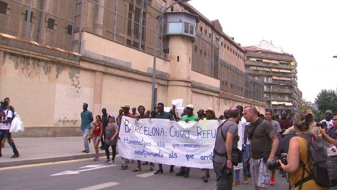 Creix la tensió entre el col·lectiu de manters i l'Ajuntament de Barcelona per les detencions d'aquesta setmana