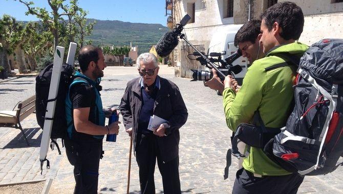 """Els periodistes Carles Costa, Eloi Vila i Marc Juan durant la gravació de """"Trinxeres"""""""