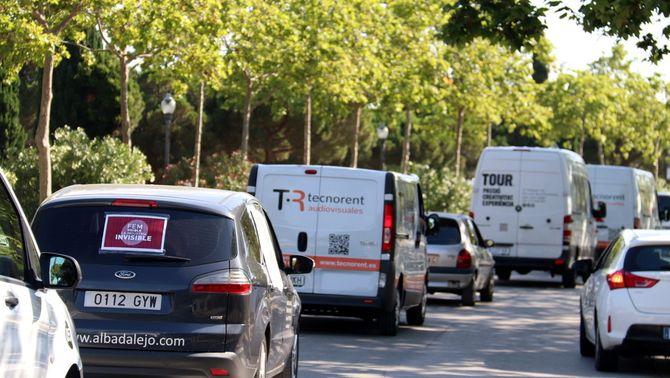 Uns 300 vehicles recorren Barcelona en una marxa lenta per reclamar mesures per a la indústria de l'espectacle