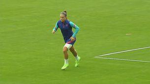 Alexia Putellas s'entrena al marge i amb la cuixa embenada
