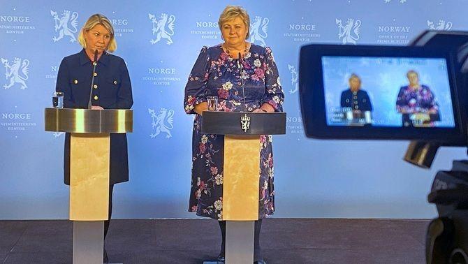La ministra de Justícia, Monica Maeland, i la primera ministra noruega, Erna Solberg, en la roda de premsa d'aquest dimecres