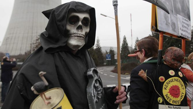 El govern nipó té previst tornar a posar en marxa la central de Fukushima i construir noves plantes nuclears