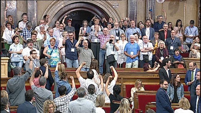 El Parlament aprova per unanimitat declarar il·legals els judicis franquistes