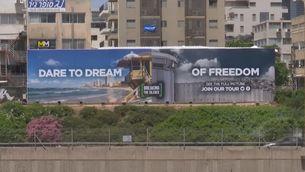 Un bus turístic ensenya als visitants d'Eurovisió la realitat als territoris ocupats