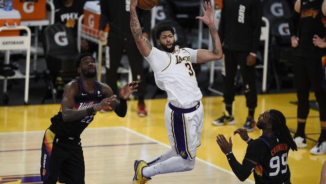Anthony Davis agafa les regnes dels Los Angeles Lakers