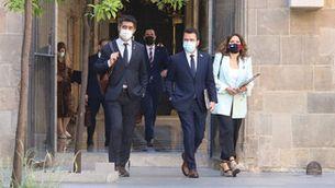 Jordi Puigneró, Pere Aragonès i Laura Vilagrà, caminant al Pati dels Tarongers (ACN)