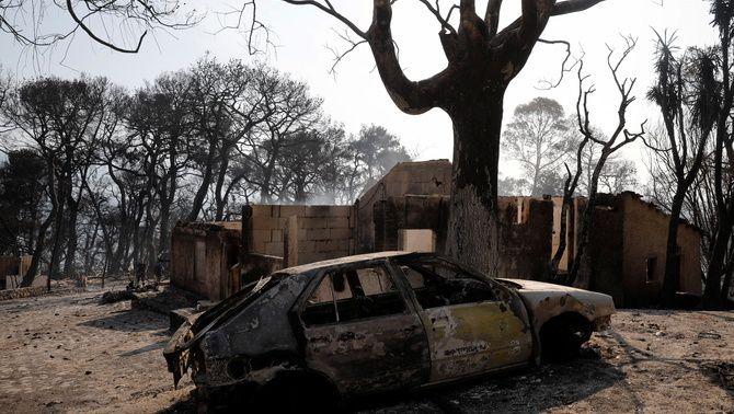 Els incendis que cremen Grècia i Turquia ja han provocat 6 morts i milers d'evacuats