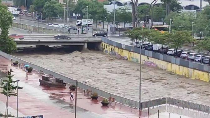 La pluja ha fet augmentar el cabal del riu Sec a Cerdanyola del Vallès