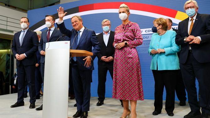 Armin Laschet compareix a la seu de la CDU amb la presència d'Angela Merkel
