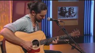 "Imatge de:Andreu Martínez interpreta ""The real one in me"", de ""Side by side"""