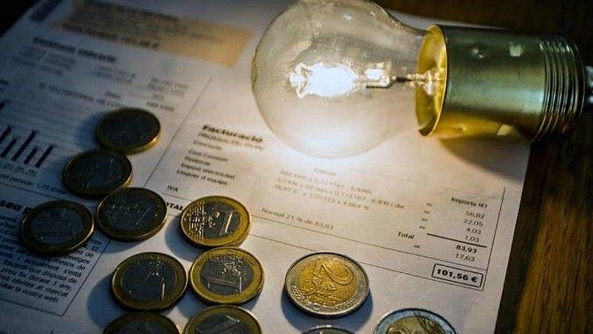 Arriba la nova tarifa de la llum: com m'afecta? Com puc pagar menys?