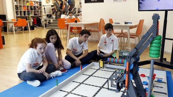 Quatre adolescents gironins guanyen un concurs de robòtica als EUA