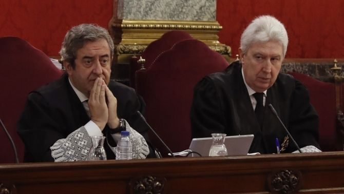 The Supreme Courts Public Prosecutors, Javier Zaragoza and Fidel Cadena, during the trial against the independence leaders (EFE)