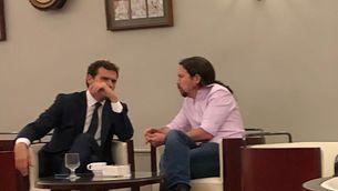 Polèmica al Congrés: un diputat del PSOE publica una foto de Rivera i Iglesias al bar