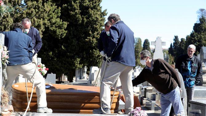 Justícia demana dades d'enterraments per saber les morts exactes per coronavirus
