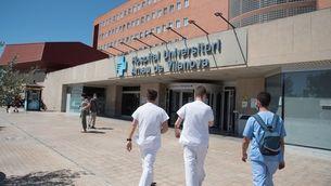 Entrada de l'Hospital Arnau de Vilanova de Lleida (EFE/Ramón Gabriel)
