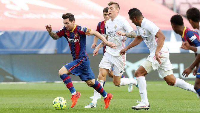 Griezmann i Piqué són suplents contra el Madrid; Araujo, titular