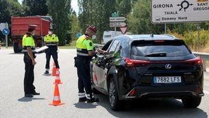 Un control de trànsit dels Mossos d'Esquadra a la sortida de l'AP-7 de Girona Oest