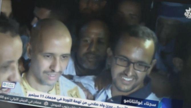 Mohamedou Salahi en el moment de posar-lo en llibertat