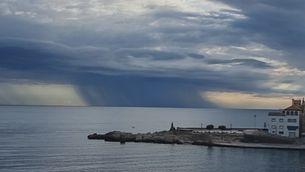 Pluges intenses sobre el mar
