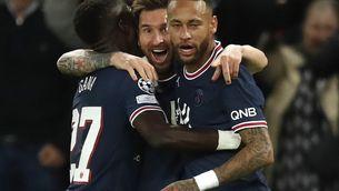 Messi torna a fustigar Guardiola i el PSG tomba un City desafortunat (2-0)