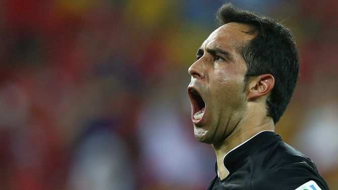 El F. C. Barcelona arriba a un acord amb la Reial Societat per al traspàs del porter Claudio Bravo