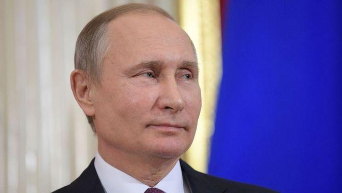 Vistiplau de Putin a una llei que permet que els familiars es peguin un cop l'any (Reuters)