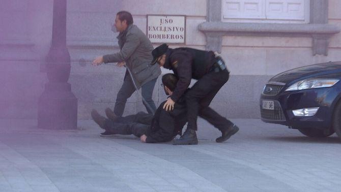 Detenen vuit joves d'Arran quan volien encadenar-se a la façana del Suprem