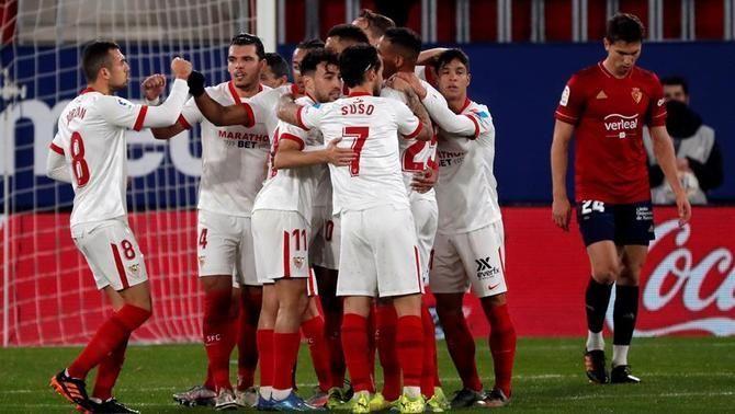 El Sevilla no falla a Pamplona i desbanca el Barça de la tercera posició (0-2)